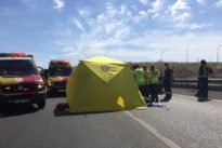 Muere un motorista arrollado por una grúa en Vicálvaro