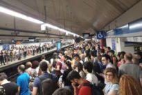 Caos de gente en Metro y Cercanías el primer día de cierre del túnel de Recoletos