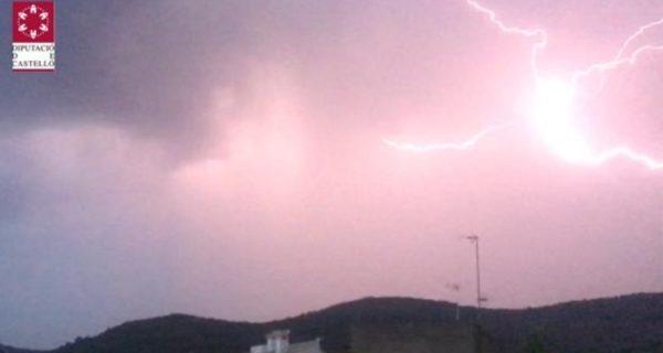 Lluvias de barro, descenso de temperaturas y tormentas con granizo en Valencia y Castellón este lunes