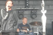 Un batería continúa tocando una canción tras sufrir un derrame cerebral en pleno concierto