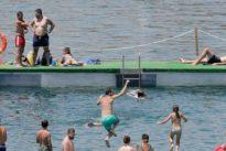 Una mujer muere y una niña es rescatada ahogada en dos piscinas en Valencia