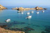 Recorre Menorca en barco durante tus próximas vacaciones