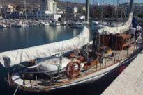 El «Arosa», de la Armada Española, de transportar droga a goleta escuela