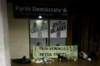 Los CDR dejan basura y excrementos frente a sedes del PDECat y ERC para denunciar su «mierda de pactos»