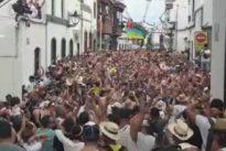 Vídeo: la fiesta con más calor de Canarias