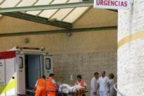Esperas de seis horas en Urgencias y médicos acudiendo a pueblos en su coche por las vacaciones