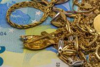 La contratan un mes para cuidar a una anciana y le roba 15.000 euros en joyas