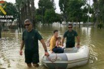 Evacúan en lancha a un bebé con fiebre y auxilian a casi 2.000 personas en Alicante