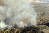 Medios aéreos y terrestres trabajan para sofocar un fuego de nivel 1 en Hinojosa de Duero (Salamanca)