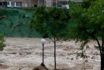 Inundaciones en Moixent: el vídeo viral de la crecida del río por la DANA que ha engullido varios coches
