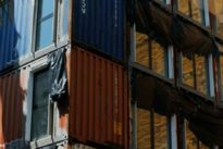 Los pisos-contenedor de Colau, criticados por la prensa inglesa de izquierdas: «Latas de sardinas para pobres»
