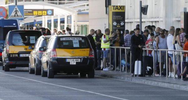 Detenido un taxista en el aeropuerto de Barcelona acusado de apuñalar a otro