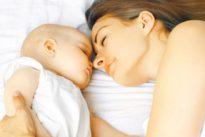 ¿Cómo dormir a un bebé? Del «no le duermas en brazos» a «tienes libertad absoluta»