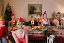 Vuelve Paquita, la anciana con familia hinchable que pasará también sola esta Navidad